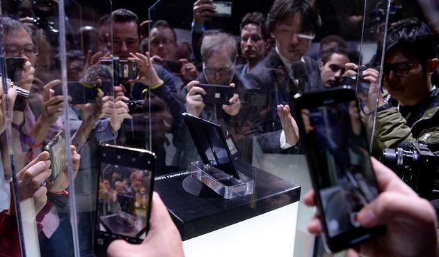 Huawei también presenta su teléfono con pantalla plegable