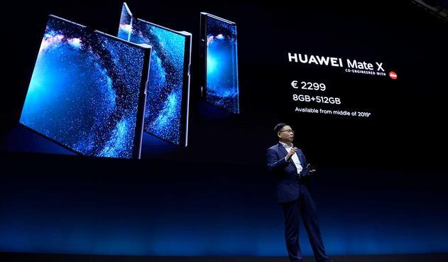 Huawei presenta su Mate X, smartphone con pantalla plegable