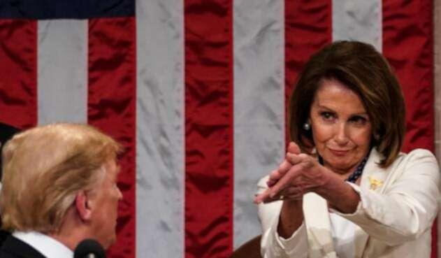Nancy Pelosi, presidenta de la Cámara de Representantes de Estados Unidos, aplaudiendo irónicamente a Donald Trump, presidente del país, durante del discurso del Estado de la Unión, el 5 de febrero de 2019 en el Capitolio de Washington