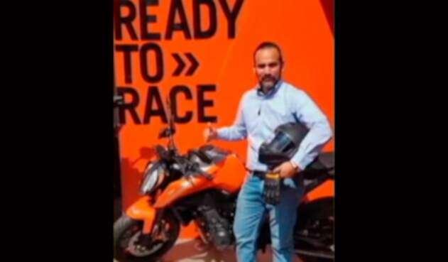 Nelson Artunduaga y la foto que se alcanzó a tomar con su moto