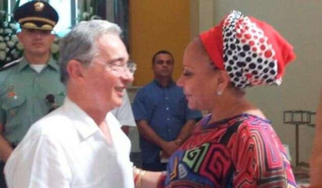 Piedad Córdoba y Álvaro Uribe