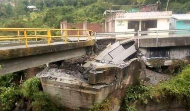 El Colapso del puente deja incomunicados a los municipios del norte de Nariño.