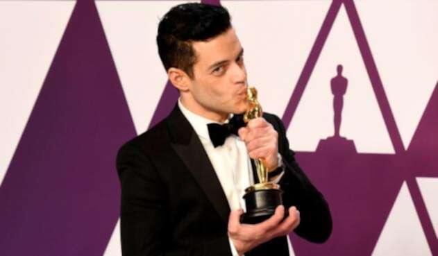 Rami Malek con su galardón de los Premios Óscar