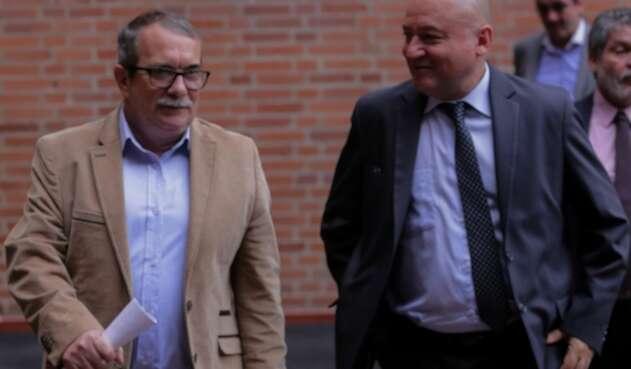 Rodrigo Londoño y Carlos Lozada, integrantes del partido Farc