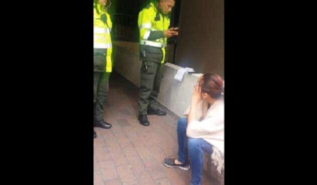 Le impusieron una multa por preguntar por el costo de una empanada en la calle