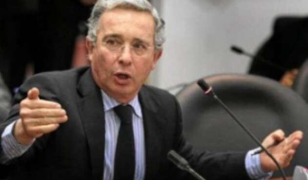 Álvaro Uribe Velez senador de la República