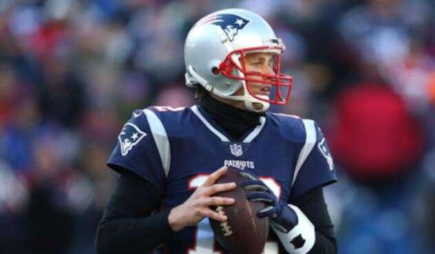 Tom Brady jugando un partido con los Patriotas de Nueva Inglaterra