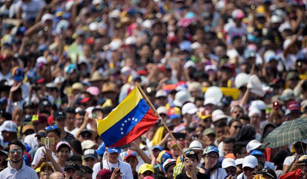 Masiva asistencia de colombianos y venezolanos a concierto Venezuela Aid Live