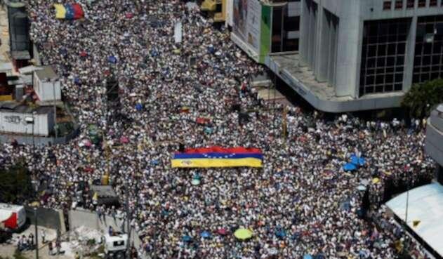 La oposición venezolana marchando en Caracas (Venezuela), el 2 de febrero de 2019