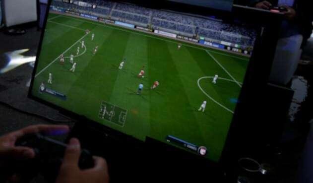 Un colombiano haciendo uso de los videojuegos
