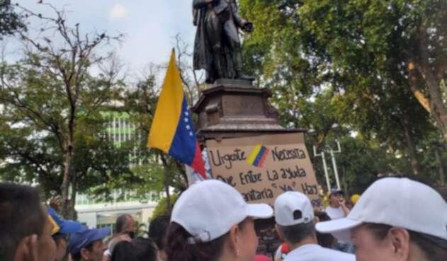 Venezolanos en la frontera protesdtando contra el régimen de Nicolás Maduro