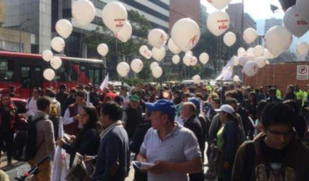 Marcha de maestros en Bogotá reclamando salud