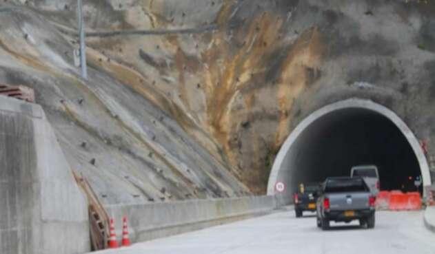 Ingreso al Túnel de La Línea