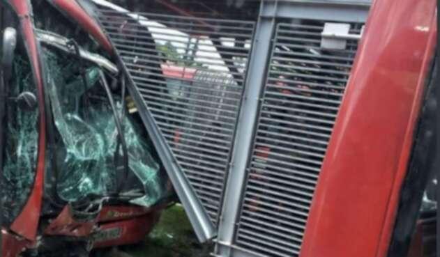 Accidente de buses de Transmilenio en la estación Pepe Sierra.