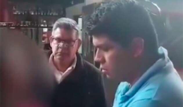 Momento en que son capturados Yamit Prieto A. y  Luis Orlando Villamizar tras recibir pago de 460 mil dólares para presuntamente incidir en trámite de extradición de Seuxis Hernández