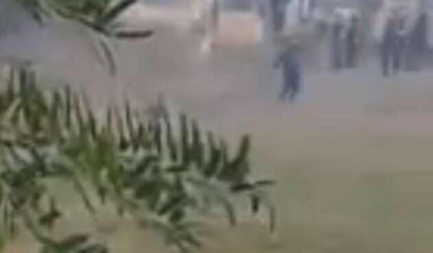 Fuertes disturbios en una finca de Jaime Uribe protagonizan el ESMAD de la Policía y 500 campesinos