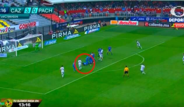 Edwin Cardona al momento del disparo parta el gol de Pachuca ante Cruz Azul