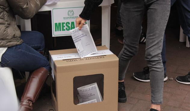 La intención de las circunscripciones especiales de dar más participación a las etnias acabó convirtiendo a los movimientos políticos en empresas de avales.