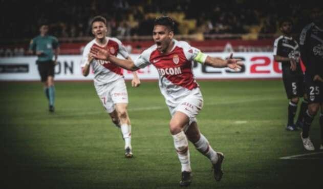 Radamel Falcao celebrando un gol con el Mónaco