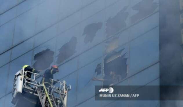 Incendio en edificio de Bangladesh