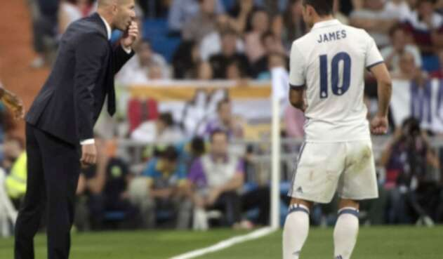 James Rodríguez con Zinedine Zidane
