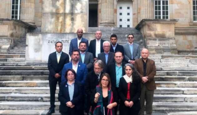 Juanita Goebertus (al frente), hablando a nombre de la oposición