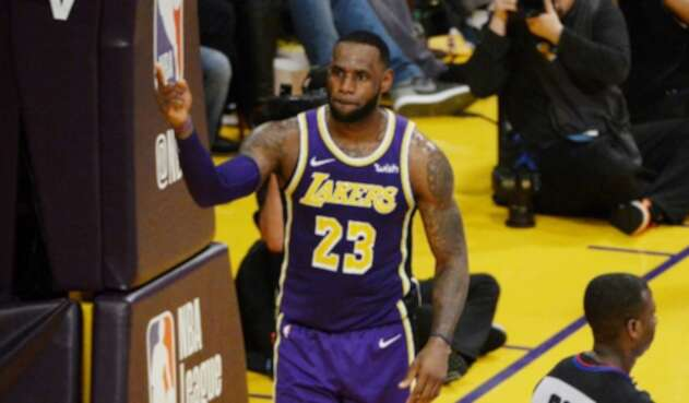 LeBron James superó récord de Michael Jordan en la NBA
