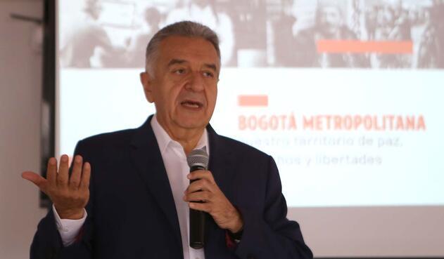 El exalcalde dijo que promoverá la 'Actitud Bogotana' para convocar a la ciudadanía y enfrentar los nuevos retos, especialmente los que tienen que ver con paz, libertades y derechos sociales, políticos y económicos.