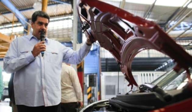Nicolás Maduro, líder del régimen venezolano, visitando una fábrica de automóviles china ubicada en Las Tejerías, estado Aragua