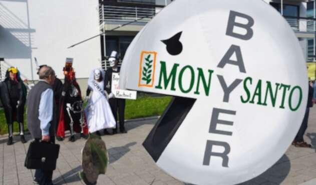 Personas protestando contra Monsanto en Bonn (Alemania)