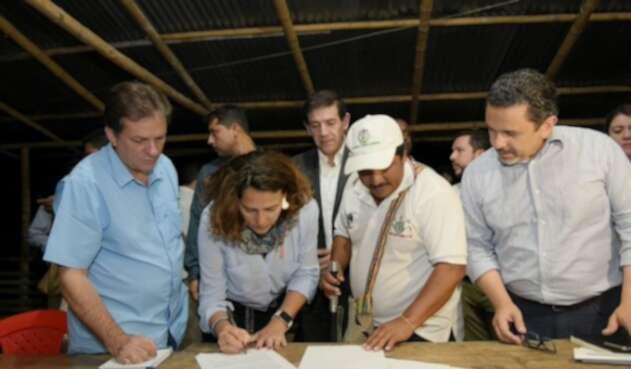 Comisión del Gobierno e indígenas del Cauca