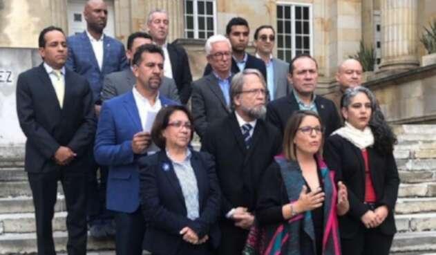 Oposición usa derecho a réplica
