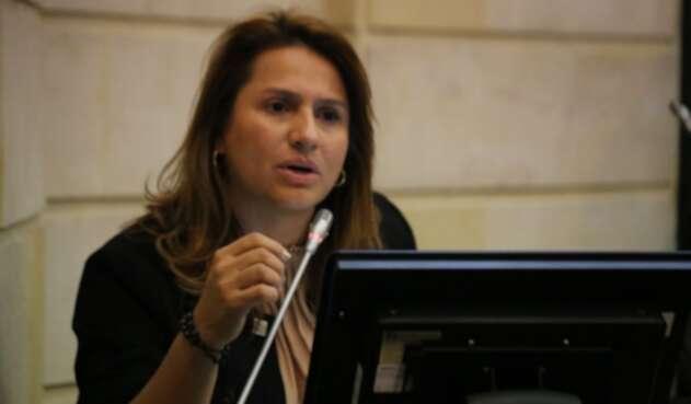 Resultado de imagen para senadora Paola Holguín