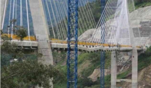 Asegura que Invias no debe recibir el puente Hisgaura hasta que se realice un estudio por grietas que presenta la estructura.