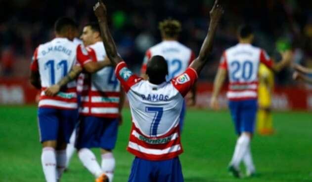 Adrián Ramos celebrando un gol con el Granada