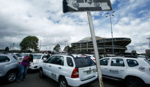 Transporte público especial, cerca de tener pico y placa en Bogotá.