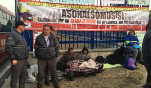 Conductores de Transmilenio en huelga de hambre