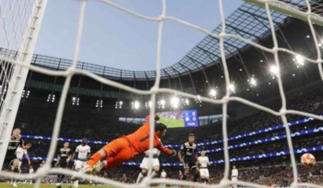 Ajax, con un pie en la final.