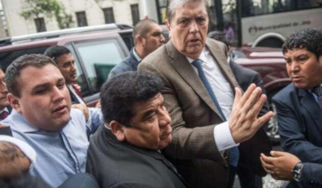 El exmandario Alan García se disparó luego de su detención preventiva.