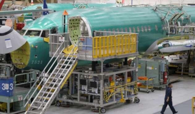Vista general de un Boeing 737 en su proceso de ensamblaje, en la fábrica de Renton, a las afueras de Seattle (Washington), en Estados Unidos