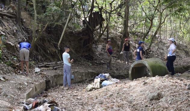 El trabajo ambiental en las quebradas El Tejar y Tierra Santa, con el fin de recuperar espacios para la sostenibilidad del Río Chiquito
