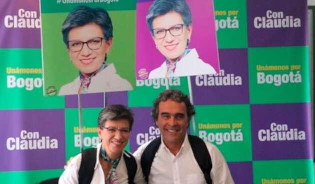 Claudia López y Sergio Fajardo en rueda de prensa ofrecida en Bogotá
