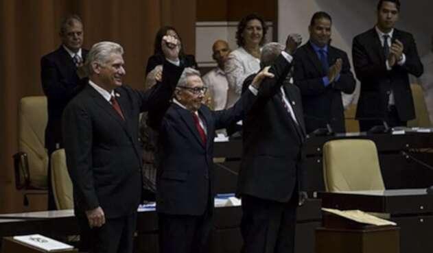 Miguel Díaz-Canel junto a Raúl Castro