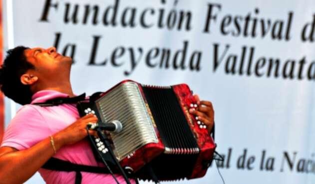 Un acordeonero participando en el Festival de la Leyenda Vallenata