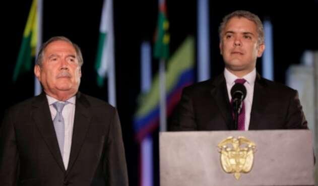 El ministro de Defensa, Guillermo Botero, junto al presidente Iván Duque