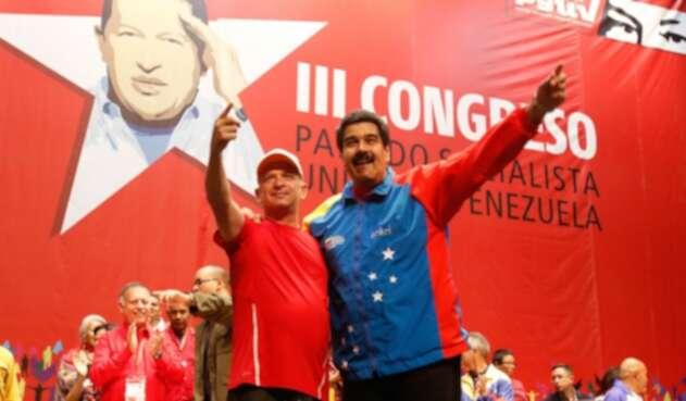 El exgeneral venezolano Hugo Carvajal junto al líder del régimen venezolano, Nicolás Maduro, el 27 de julio de 2014 en Caracas