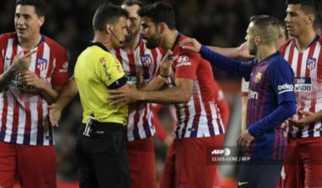 Diego Costa fue sancionado por atacar al árbitro