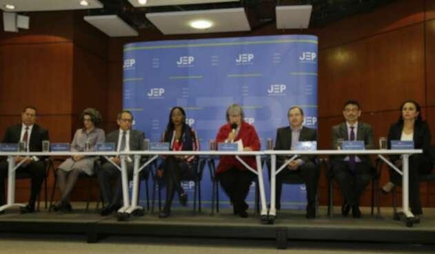Magistrados de la JEP en rueda de prensa.