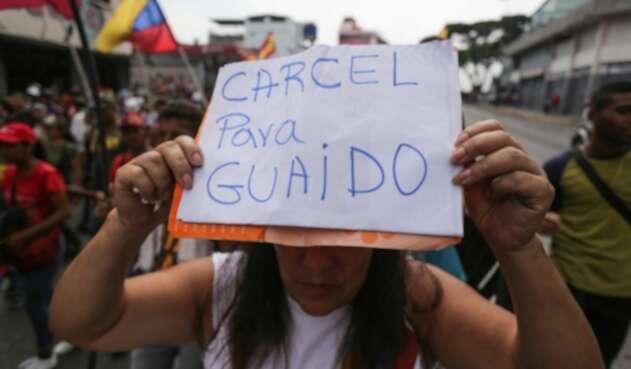 Una persona seguidora de Nicolás Maduro instando a la detención de Juan Guaidó, el 30 de marzo de 2019 en Caracas