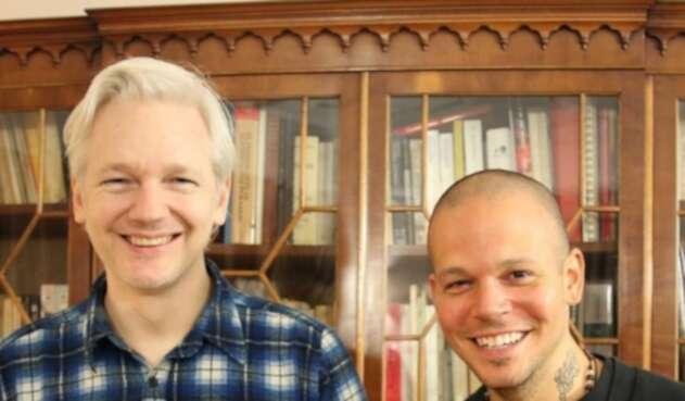 Julian Assange y Residente